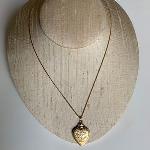 Jewelry - Vintage Wayward 12 CT gold locket with gold chain
